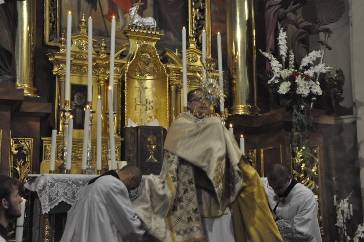 Błogosławieństwo Najświętszym Sakramentem.